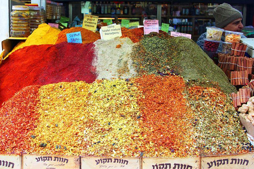 Specerijen op de markt,Tel Aviv van Inge Hogenbijl