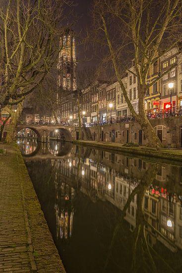 Domtoren, Oudegracht  en Gaardbrug in Utrecht in de avond