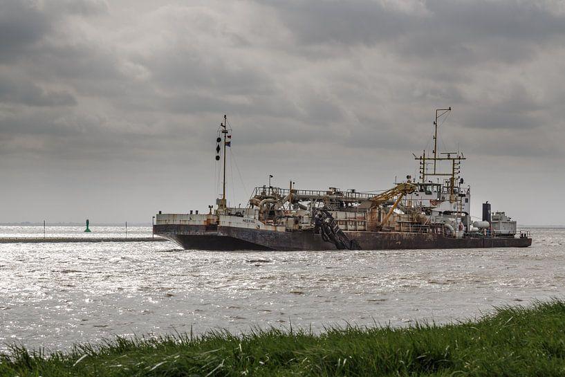 Baggerschiff am Dollart van Rolf Pötsch
