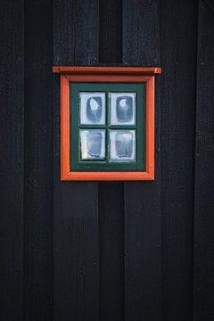 Gekleurd raam van een turfhuis in IJsland van Prints by Abigail Van Kooten