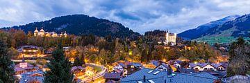 Gstaad in der Schweiz am Abend von Werner Dieterich