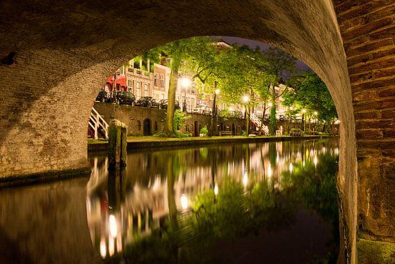 Utrecht Oudegracht: onder Geertebrug