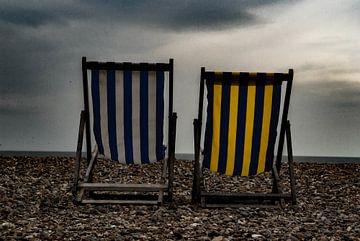Chaises de plage vides sur Satur8 .nl