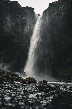 IJslandse Waterval III van Colin van Wijk
