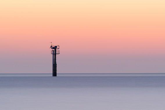 Toren in de Noordzee gezien vanaf strand Haamstede van Jos Pannekoek