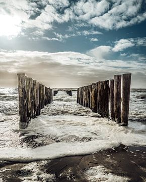 Windy day at the beach! van Jolanda Bosselaar