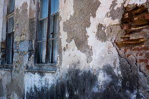 Oude doorleefde muur van Gerryke van der Graaf