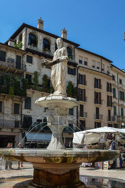 Verona, Piazza dell'Erbe van Patrick Verhoef