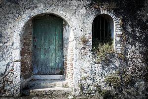 Verweerde deur en venster