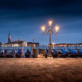 Venetië at night - Italië van Niels Dam