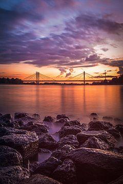 De Tacitusbrug tijdens zonsondergang van Nicky Kapel