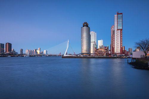 Nightview on Rotterdam van Ilya Korzelius