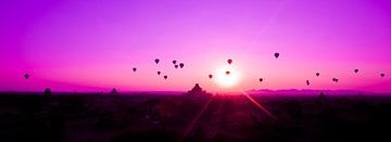 Luchtballonnen tijdens zonsopgang Bagan, Myanmar sur Wijnand Plekker