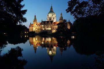 Nieuw stadhuis in Hannover 's nachts van Axel Bückert