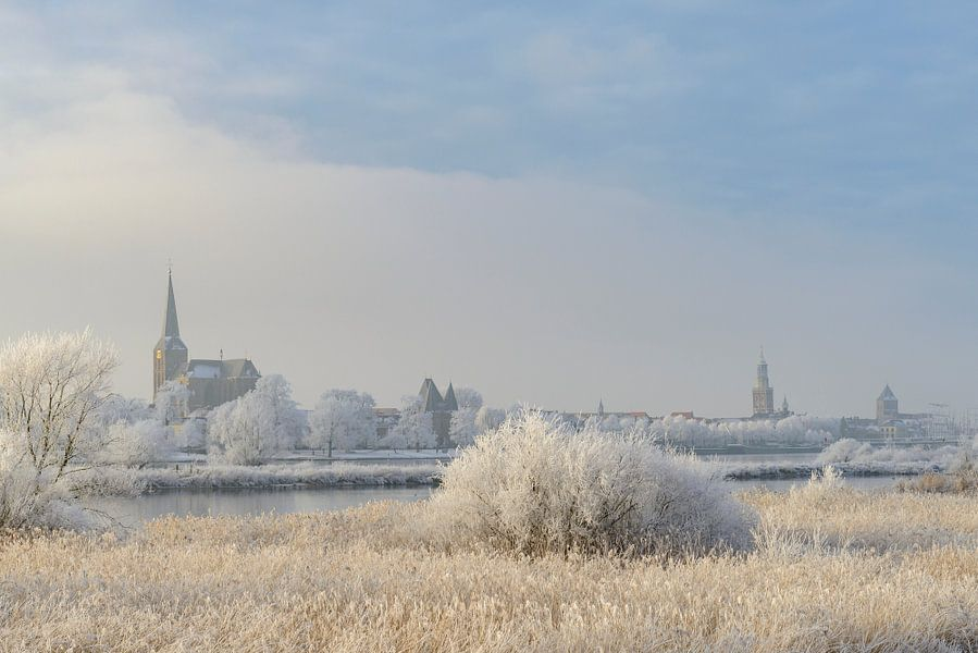 Zicht op Kampen tijdens een mooie winterse dag van Sjoerd van der Wal