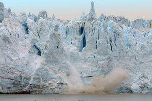 Calving Glacier van