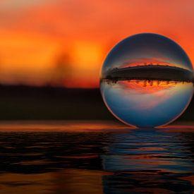 Sonnenuntergang durch die Glaskugel von Alexander Schulz