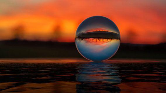 Sonnenuntergang durch die Glaskugel