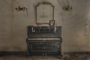 Altes Klavier von Perry Wiertz