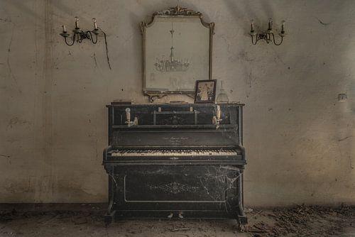 Oude Piano van