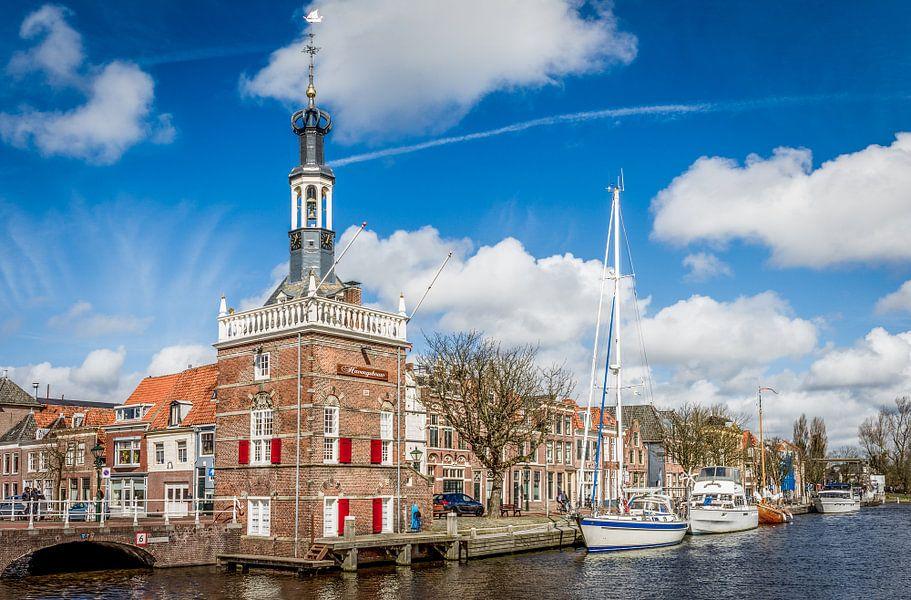 De Accijnstoren aan het Noordhollandsch Kanaal in Alkmaar in Nederland