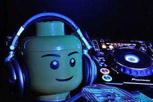 DJ LEGO spinning