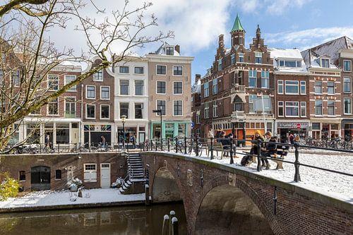 Oudegracht met Smeebrug in winterse sfeer, Utrecht.