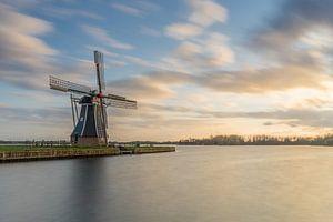 Poldermolen de Helper à Groningen au coucher du soleil