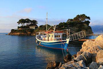 Kamee-Insel, Griechenland, Boot am Bootssteg von FotoBob