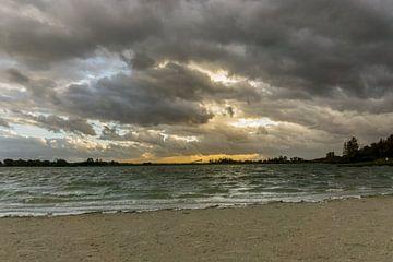 Zonsondergang bij het Noord Aa met regenwolken | Zoetermeer van Ricardo Bouman