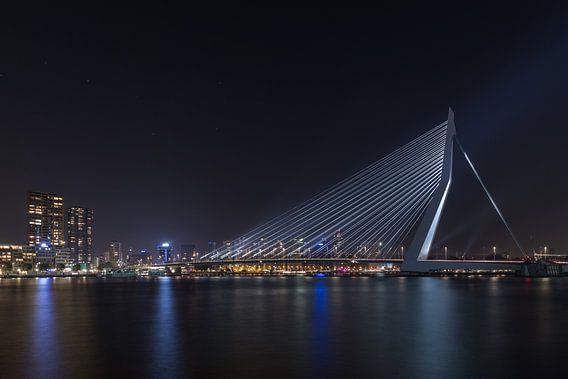 De Erasmusbrug in Rotterdam met de Grote Beer