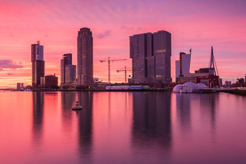 Red sunset in Rotterdam van Ilya Korzelius