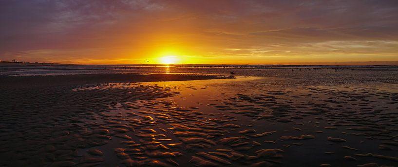 Zon, zee en strand van Dirk van Egmond