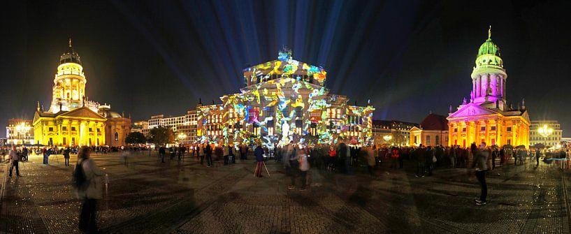 Le Gendarmenmarkt de Berlin sous un éclairage particulier sur Frank Herrmann