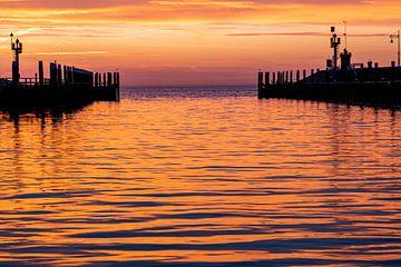Lever de soleil dans le port d'Oudeschild sur Texel sur Everydayapicture_byGerard  Texel