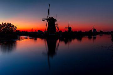 Kinderdijk zonsondergang van Björn van den Berg