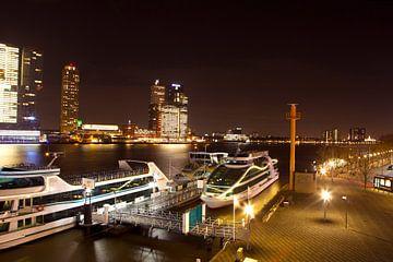 De Rotterdamse Haven vanaf de Erasmusbrug von Dexter Reijsmeijer