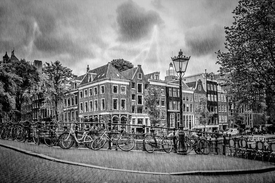 AMSTERDAM tijdens onweer en regen