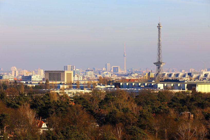 Le ciel de Berlin avec sa tour de radio et de télévision sur Frank Herrmann