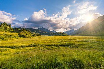 Traumhafte Abendstimmung im Lechquellengebirge von MindScape Photography