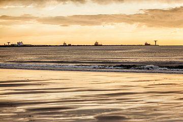 Zonsondergang op het Strand von Thomas van der Willik