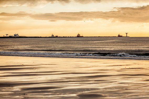Zonsondergang op het Strand van Thomas van der Willik