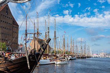 Zeilschepen op de Hanzezezezeilboot in Rostock van Rico Ködder
