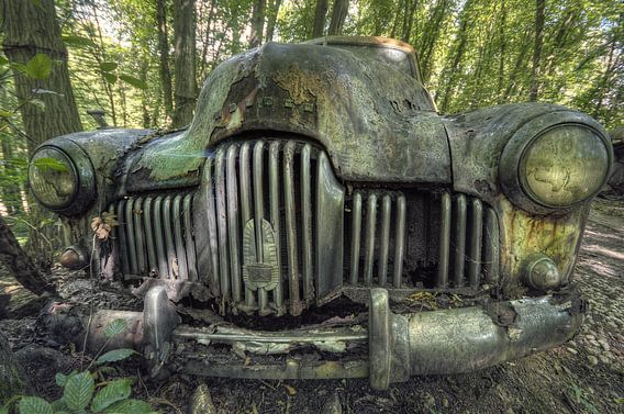 Urbex - Verlaten auto van Angelique Brunas