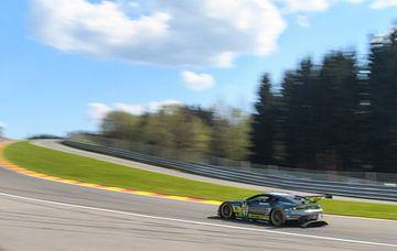 Aston Martin Racing Aston Martin Vantage V8 rijdt door Eau Rouge van Sjoerd van der Wal