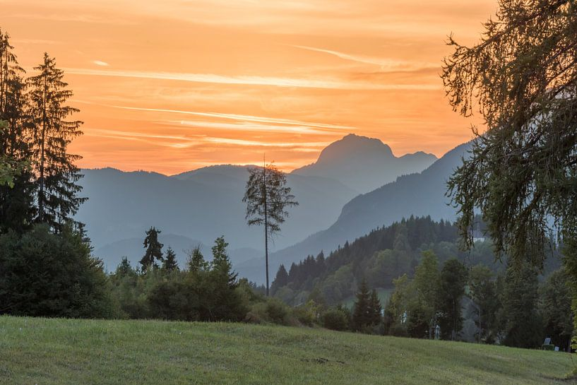 Zonsondergang in Oostenrijkse bergen von Rob IJsselstein