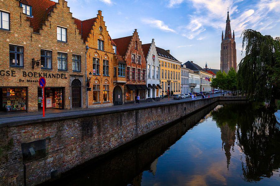 Zonsondergang in Brugge van Roy Poots