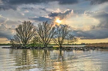 Avond bij de rivier van Frans Blok