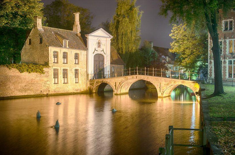 Brugge in de avond van Mark Bolijn