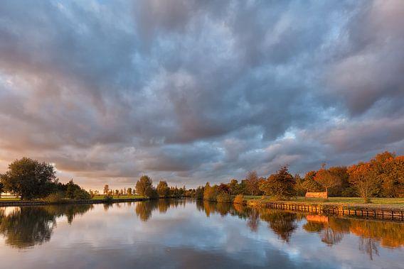 Warme herfstkleuren bij het Schildmeer van Ron Buist